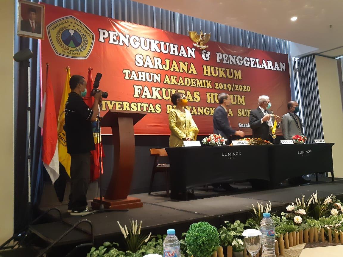 Pengukuhan dan Penggelaran Mahasiswa Fakultas Hukum Universitas Bhayangkara Surabaya Tahun 2019/2020